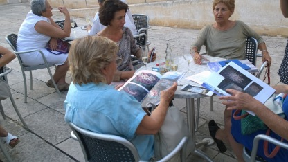 Reading Outside (Inside) Art - Sandford&Gosti